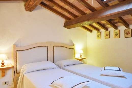 La Grande Quercia - Air conditioned mezzanine bedroom with bathroom with bath