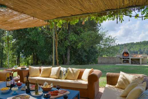 La Magione - Outside seating shaded by a pergola