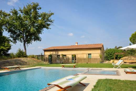 La Magione - The one-storey house – which looks far smaller than it is - boasts large, high-ceilinged rooms with over sized glass doors opening to the garden.