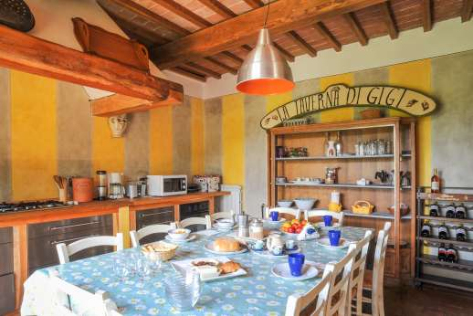 La Magione - The kitchen and dining room.