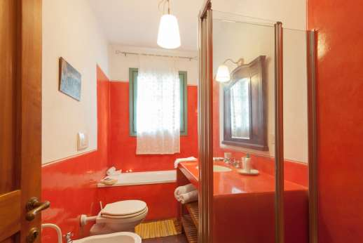 La Magione - Ensuite bathroom.