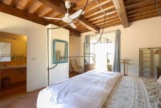 La Magione - The double bedroom with en suite bathroom.
