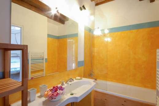 La Magione - One of the en suite bathrooms.