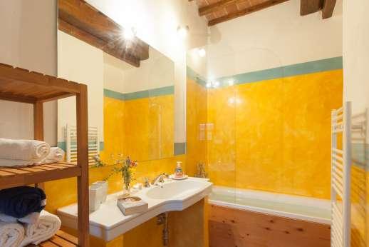 La Magione - Bathroom with bath and shower