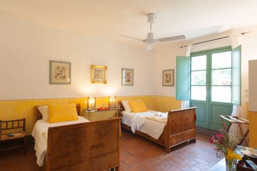 La Magione - Accessible from the garden only the twin bedroom with an ensuite bathroom with shower