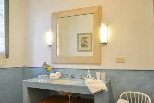 La Magione - The en suite bathroom.