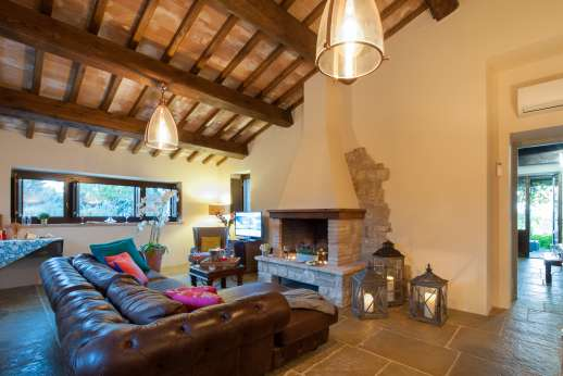 La Pianstella - Air conditioned sitting room leading out under a large loggia