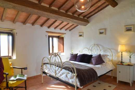 La Pianstella - The first floor air conditioned bedroom with en suite bathroom.