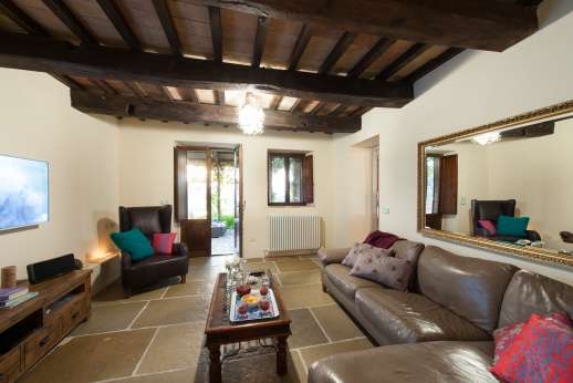 La Pianstella - Small air conditioned sitting room leading out under the large loggia.