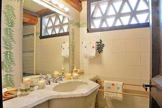 La Tegolaia - The en suite bathroom.