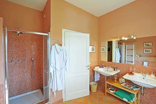 La Villa Di Petroio - Bathroom in the east wing.