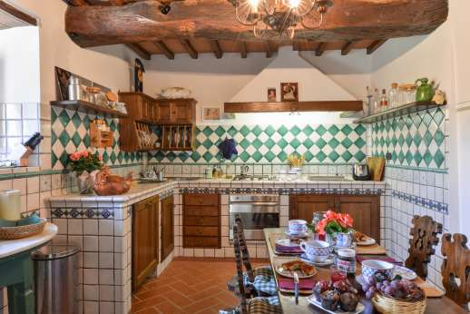 La Villa Di Petroio - Large well equipped kitchen. (Available on the plus 16 option)