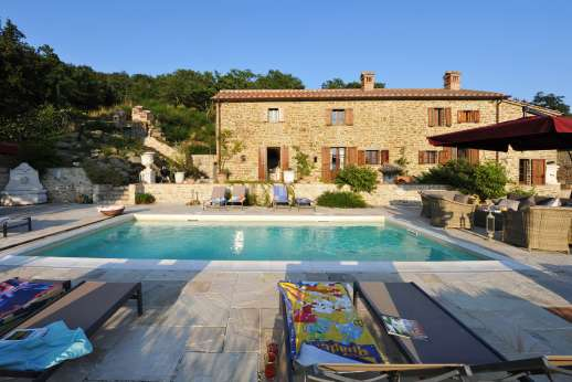 Le Bruciate - A wonderfully restored 15th century stone farmhouse and separate guest house.