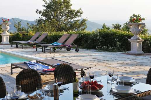 Le Bruciate - Dining table by the pool perfect for dining al fresco.