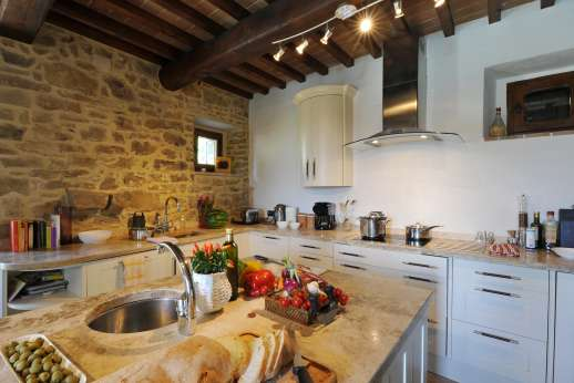 Le Bruciate - Well equipped kitchen with high end appliances with two breakfast bars.