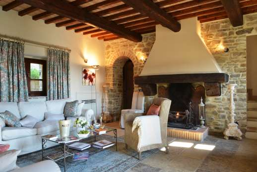 Le Bruciate - Air conditioned sitting room with open fire place.