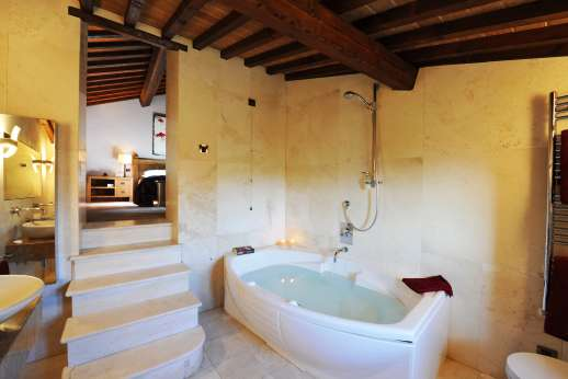 Le Bruciate - En suite bathroom with double sink and bath.