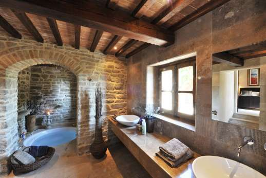 Le Bruciate - Bathroom with double sinks and large sunken bath.