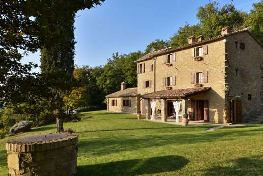 Le Gorgacce - Le Gorgacce set within a private 5 hectare estate surrounded by woodland and views of the hilly countryside.