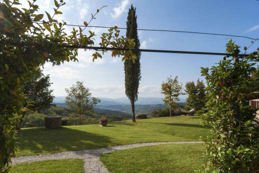 Le Gorgacce - Set on a hillside surrounded by a well kept garden.