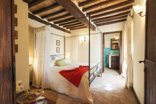 Le Gorgacce - One of the double bedrooms all with en suite bathrooms.