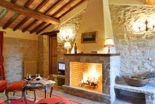 Le Gorgacce - Working fireplaces on each floor.