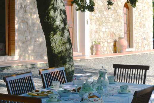 Montaspro - Dine al fresco surrounded by the peaceful Tuscan countryside!