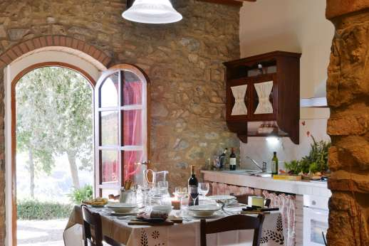 Montaspro - Kitchen and dining area.