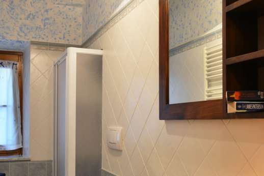 Montaspro - An en suite bathroom, with shower.