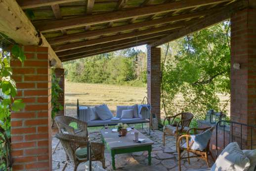 Pergoletto - Dining loggia surrounded by wonderful countryside