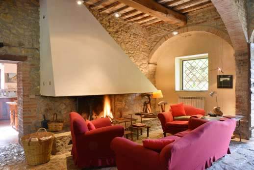 Pergoletto - Large living room with a fireplace leading out to the garden.