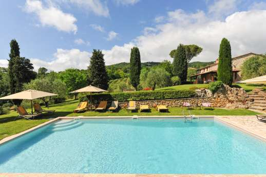Podere Casalfava - The pool terrace surrounded by well maintained gardens