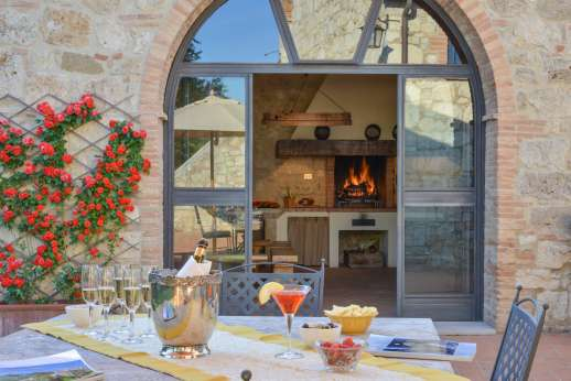 Podere Casalfava - Outside eating area and summer kitchen