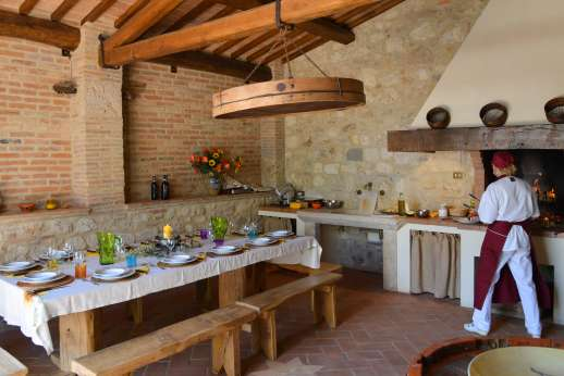 Podere Casalfava - Summer kitchen with barbeque, sink and dining table
