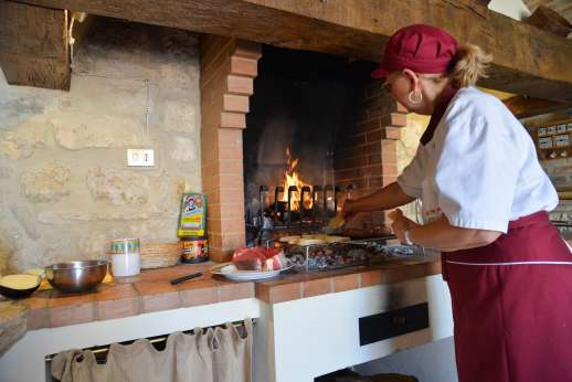 Podere Casalfava - Relax and have meals at the villa cooked for you!