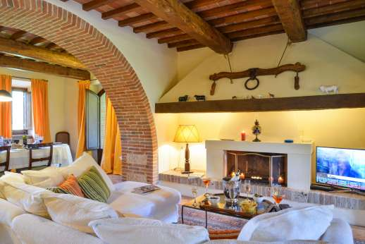 Podere Casalfava - Living room with open fire.