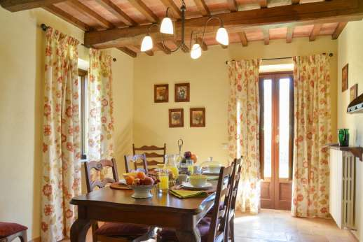 Podere Casalfava - Breakfast room with table for four.