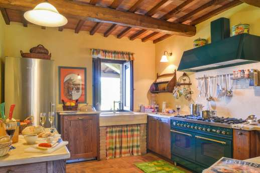 Podere Casalfava - The professional kitchen.