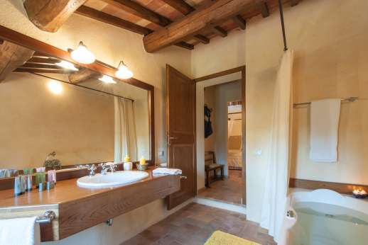 Podere Casalfava - Another of the private bathrooms.