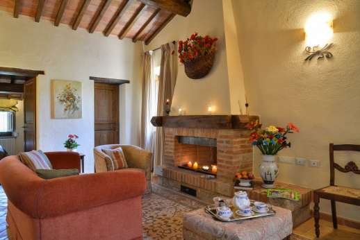 Podere Casalfava - First floor, a second sitting room with fireplace.