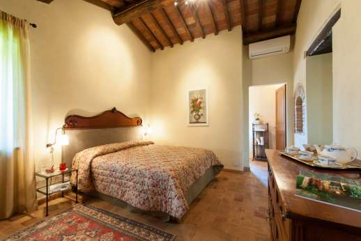 Podere Casalfava - Double bedroom first floor, all bedrooms with private bathroom or en suites.