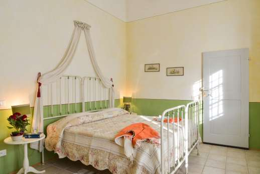 Podere Castelluccio - The ground floor twin bedroom also convertible to a double.