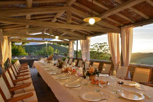 Podere Celli - Dine al fresco, enjoy a Tuscan home cooked meal prepared for you.
