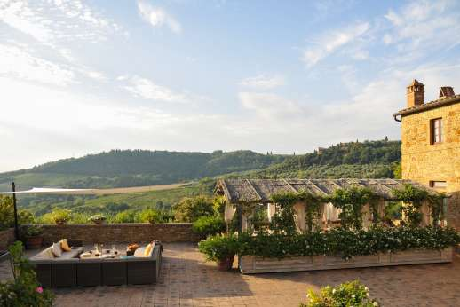 Podere Celli - The large courtyard with magnificent views