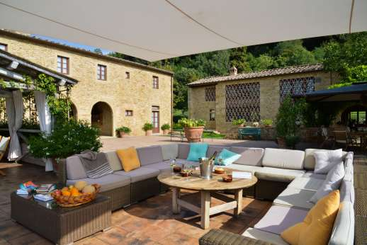 Podere Celli - Comfortable seating area next to the loggia