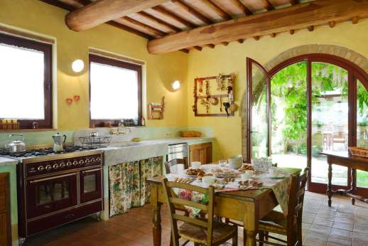 Podere Celli - The very well equipped kitchen of the guest house.