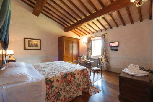 Podere Celli - Another of the air conditioned double bedrooms, main house.