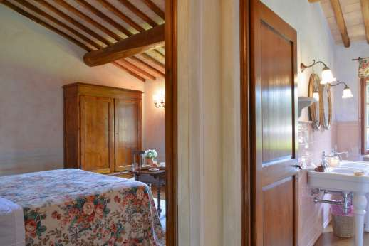 Podere Celli - The double bedroom and bathroom