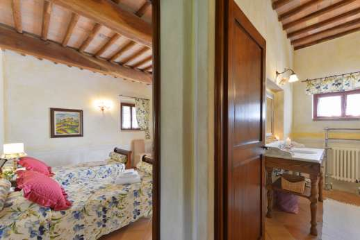 Podere Celli - Double bedroom leading through to the bathroom