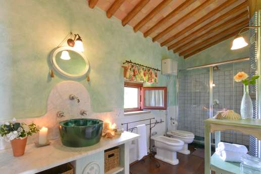 Podere Celli - En suite bathroom.